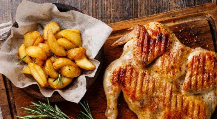 """شاهدوا: طريقة عمل""""دجاج مشوي"""" مع """"التتبيلة"""" الخاصة"""