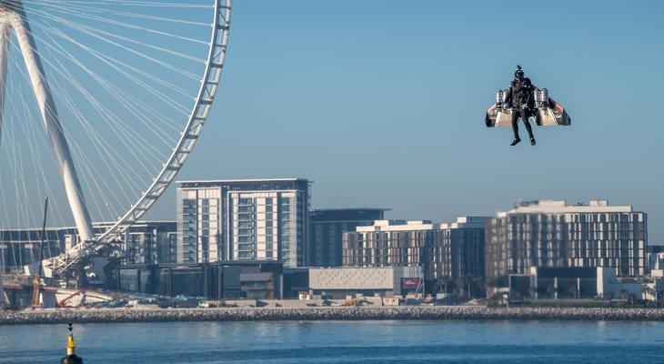 """بالفيديو والصور: أول تجربة لـ""""طيار بشري"""" ذاتي في دبي"""