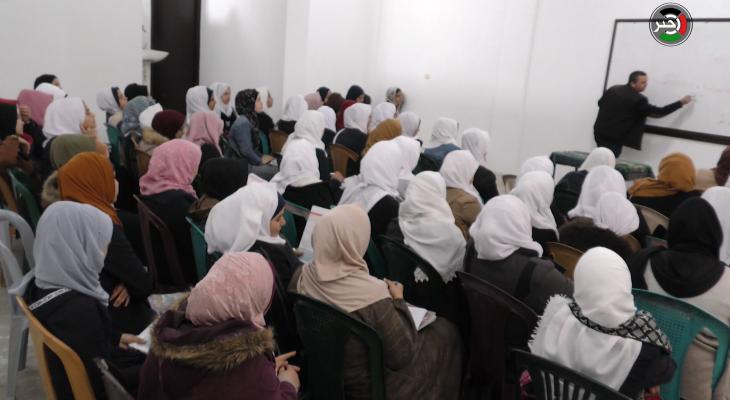 """بالفيديو: مركز تعليمي يُقدم دروس مجانية لطلبة """"توجيهي"""" في غزة"""