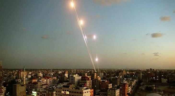 """شاهد: إصابات وأضرار في """"سديروت"""" بعد إطلاق 12 صاروخاً من غزة"""