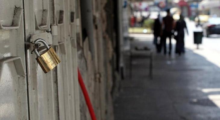 """الاقتصاد تكشف لـ""""خبر"""": تسهيلات حكومية للتخفيف من خسائر الإغلاق بغزة"""
