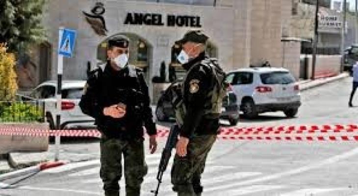 """شاهدوا: بمدينة الخليل """"الارجيلة"""" في زمن """"الكورونا"""""""