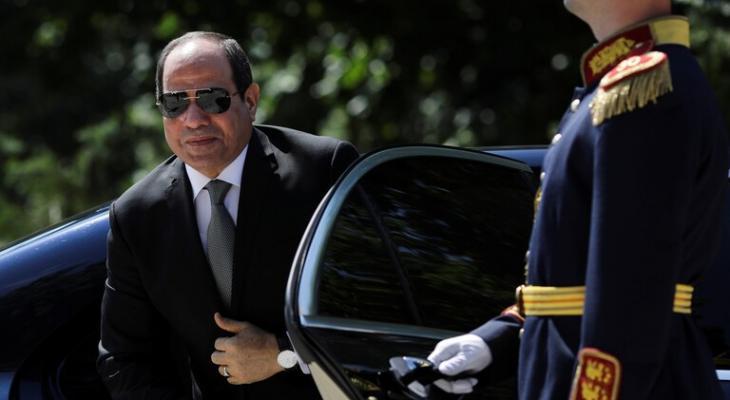 """بالفيديو: الرئيس المصري يهدي """"مواطنة مصرية"""" سيارة بعد مشاهدته مشكلتها في برنامج تلفزيوني"""