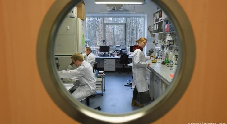 """خلال أيام :  الكشف عن نتائج أبحاث لـ""""عقار"""" يعالج وباء كورونا"""