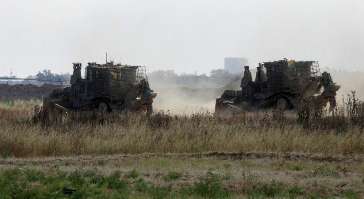 توغل جرافات إسرائيلية شرق مخيم البريج وسط قطاع غزّة
