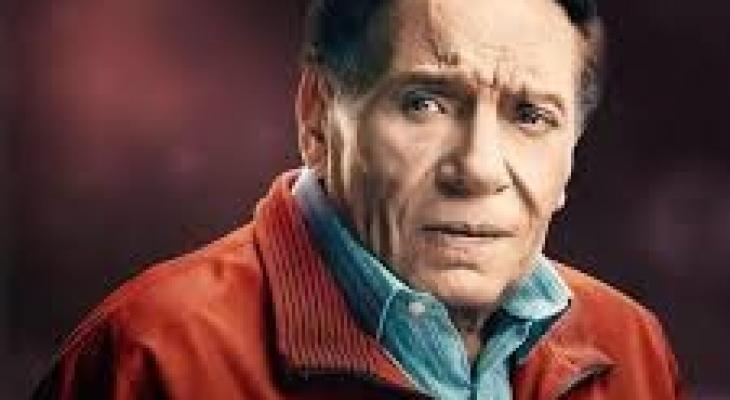 """شاهد: الزعيم """"عادل إمام"""" يتحدث عن موعد اعتزاله الفن ويحتفل بعيد ميلاده الـ80"""