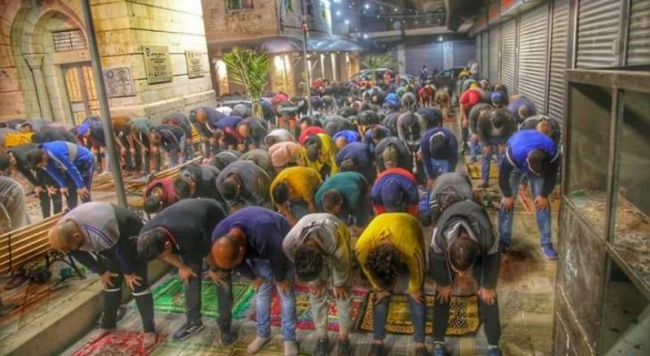 الصلاة بالمسجد