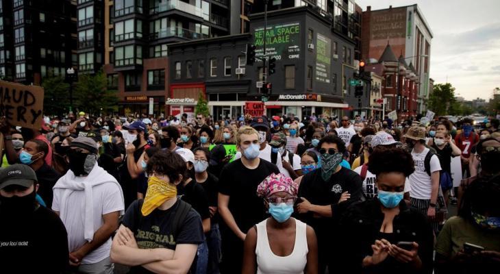 "شاهدوا: حاول وقف ""مظاهرات فلويد"" بقوس وسهم فلقي ما لم يتوقعه"