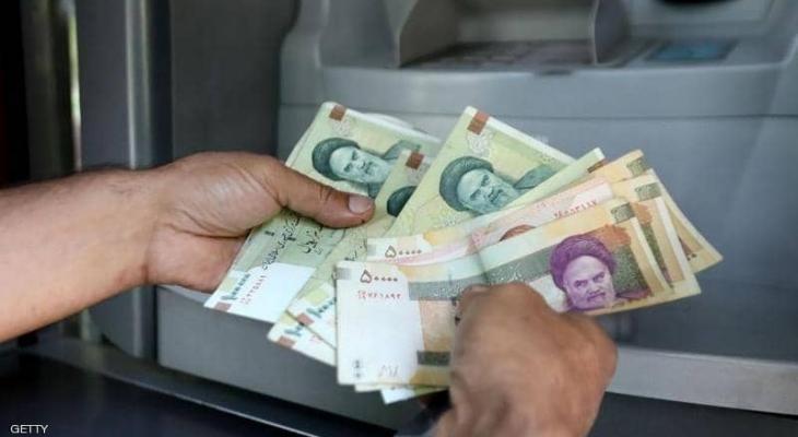 """انهيار تاريخي للعملة """"الإيرانية"""" أمام الدولار"""
