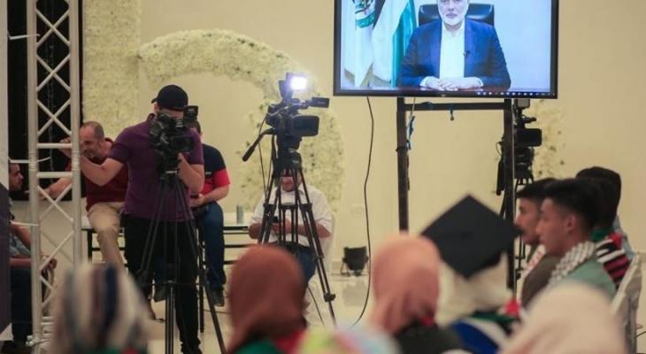 هنية يلقي كلمة خلال تكريم أبناء الشهداء الناجحين في الثانوية العامة