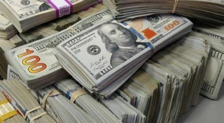 """الدولار """"يكسب"""" من مأساة جائحة """"كورونا"""" الأميركية"""