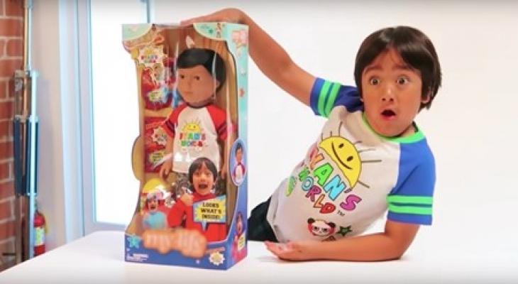 """بالفيديو: الطفل """"المعجزة"""" على """"يوتيوب"""" يجمع 26 مليون مشترك ويكسب 26 مليون دولار"""
