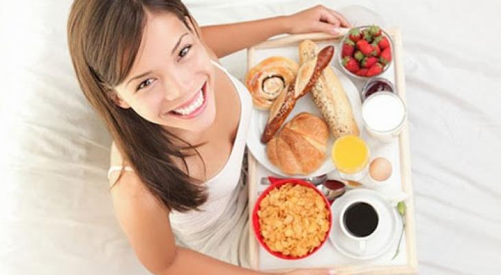 """بالفيديو: اليكِ """"سيدتي"""" خسارة الوزن تبدأ من وجبة الفطور"""