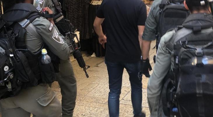 سلطات الاحتلال تسلّم أسرى محررين قراراُ بالإبعاد عن القدس