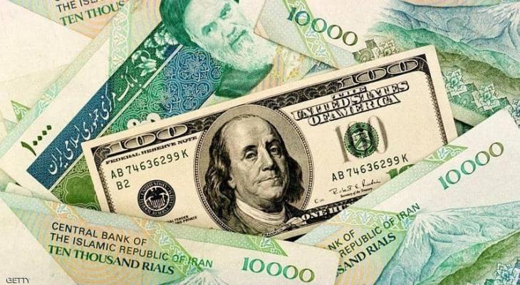 الريال الإيراني يهوي أمام الدولار ويتراجع لمستوى قياسي