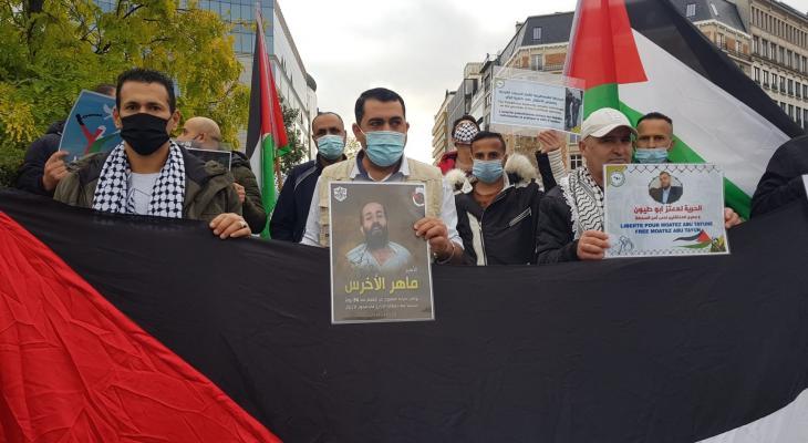 شاهد: فلسطينو بلجيكا يُنظمون وقفة تضامنية مع الأسرى ورافضة للاعتقال السياسي في بروكسل