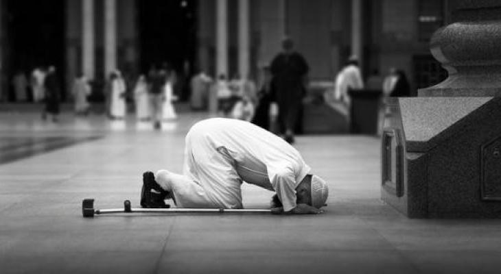 """بالفيديو: كيف نحقق """"الخشوع"""" في الصلاة؟"""