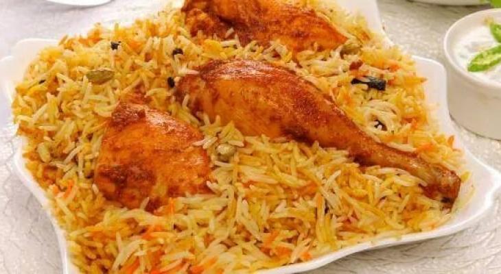 """بالفيديو: طريقة تحضير """"الأرز البخارى"""" بالدجاج"""