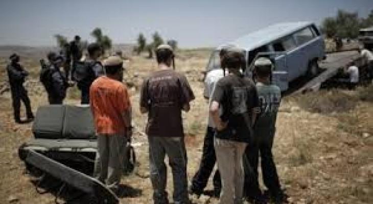 مستوطنون يهاجمون خان اللبن.jfif