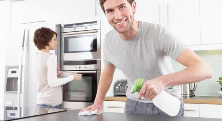 """بالفيديو   اليكِ """"سيدتي"""" مساعدة الزوج في المنزل يحسن العلاقة الزوجية"""