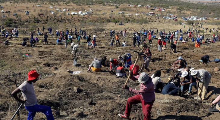 """""""بحثا عن الألماس"""" توافد 1000 باحث على قرية فى جنوب أفريقا"""