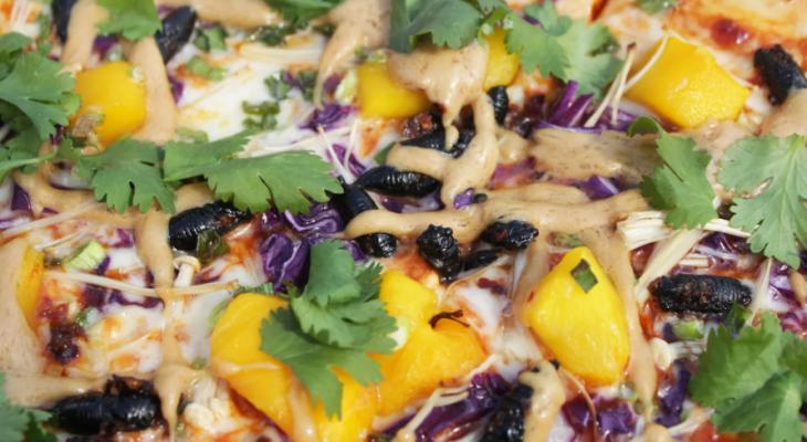 """مطعم أمريكى يبدأ تجربة بيتزا بحشرات """"السيكادا"""""""