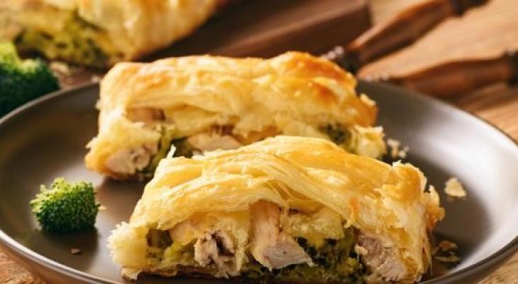 """بالفيديو   طريقة عمل """"باف باستري"""" بالدجاج والجبن"""