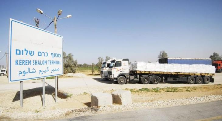 """دخول شاحنات محملة بـ""""الحصمة"""" إلى غزّة عبر معبر كرم أبو سالم"""