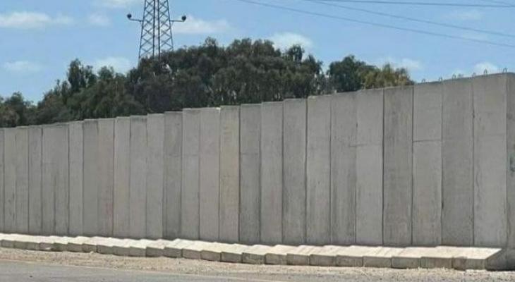 الجدار.