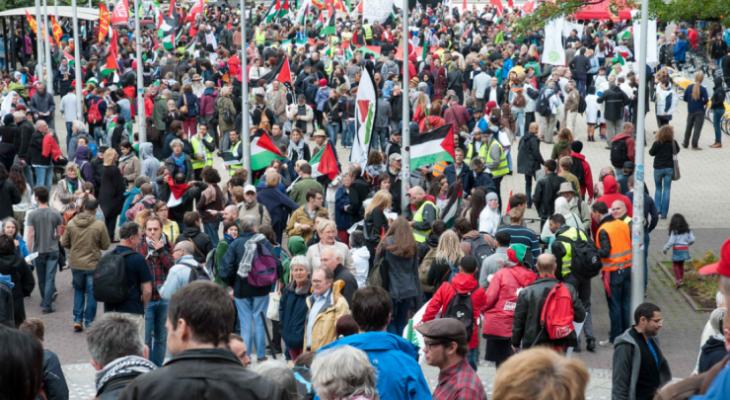 أنصار منظمة استيطانية يعتدون على متضامنين مع فلسطين في كاليفورنيا