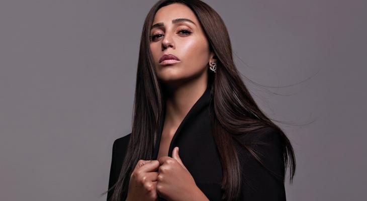 دينا الشربيني عارضة أزياء لأول مرة