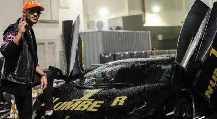 تعرف على سعر سيارة محمد رمضان المطلية بالذهب بطلة حفله بالساحل