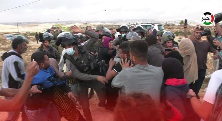 اعتداءات المستوطنين على أهالي قرية سوسيا بالخليل