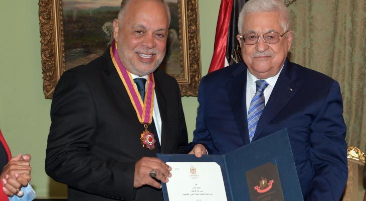 الرئيس محمود عباس والفنان أشرق زكي