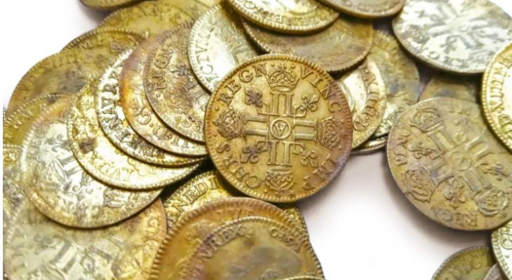 اكتشاف عملات ذهبية نادرة فى أعمال حفر بقصر فى فرنسا