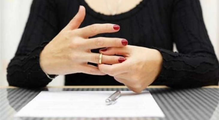 هل يقع الطلاق عند الحائض