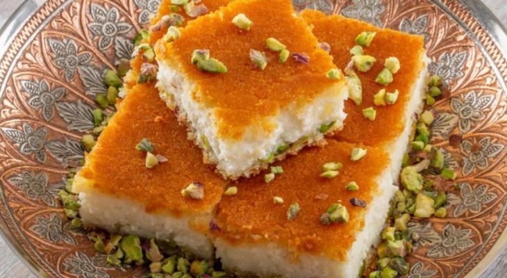 """طريقة تحضير """"البسبوسة بالقشطة"""" من المطبخ الكويتي"""