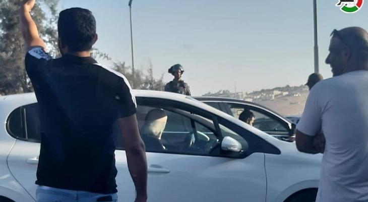 """الاحتلال يشن حملة تفتيش دقيقة للمركبات على حاجز """"الكونتينر"""""""