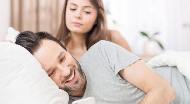 علامات تكشف خيانة الزوج لكِ