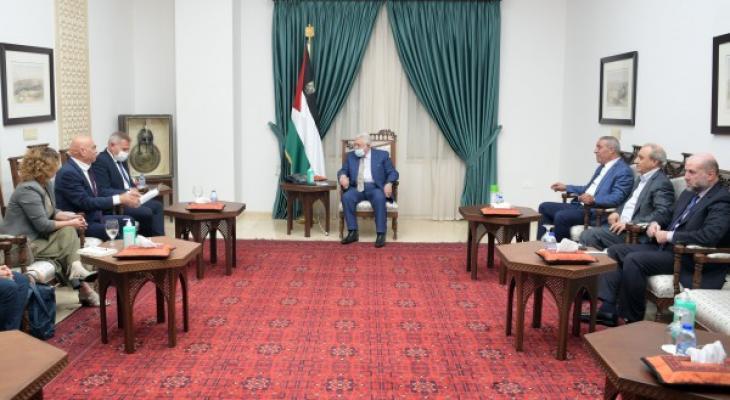 الرئيس يستقبل وزيري الصحة والتعاون الإقليمي الإسرائيليين.jpg