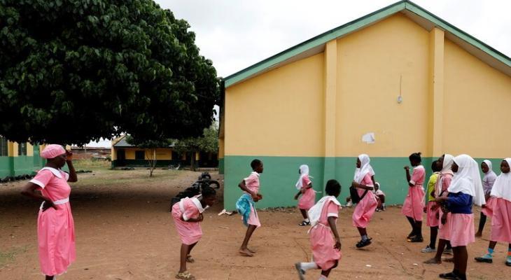 """بالفيديو:  إيقاف مدير مدرسة لـ""""تعليم القرآن"""" بعد ضجة أثارها فيديو واقعة جلد التلاميذ في نيجيريا"""