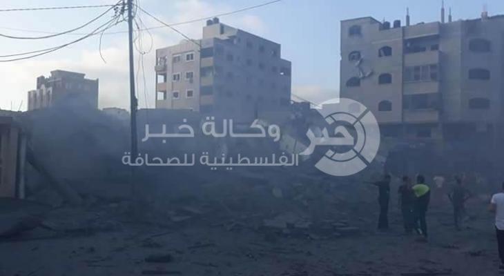 محدث الصور: طائرات الاحتلال تدمر مبنى قاعة المسحال بالكامل غرب مدينة غزة