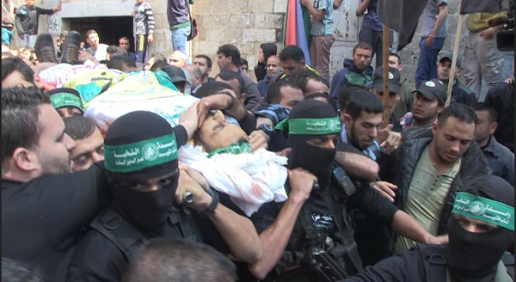 """بالفيديو: القسام تُشيّع جثمان شهيدها """"حجيلة"""" بغزة"""