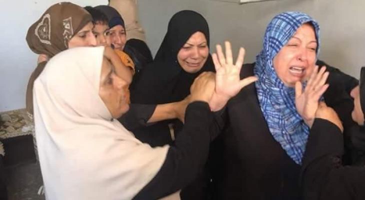 """بالصور: جماهير غفرة تُشيّع جثمان الشهيد """"اشتيوي"""" بغزّة"""