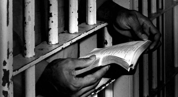 8 أسرى يواصلون إضرابهم المفتوح عن الطعام رفضًا لاعتقالهم الإداري