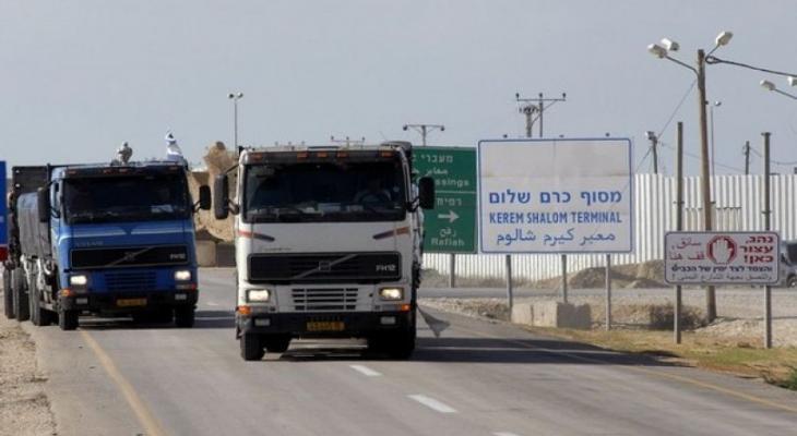 """شركات النقل تكشف لـ""""خبر"""" تفاصيل قرار فرض مبالغ مالية على شاحنات كرم أبو سالم"""