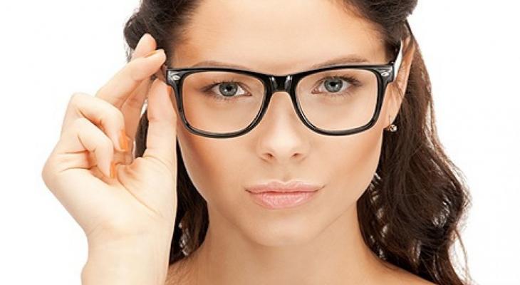 302e732af شاهدى : كيف تختارين شكل النظارة الطبية المناسبة لوجهكِ - وكالة خبر ...
