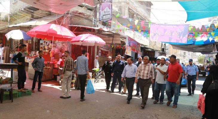 بالصور: جولة تفقدية تنفذها بلدية خانيونس والشرطة لأسواق وشوارع المدينة خلال رمضان