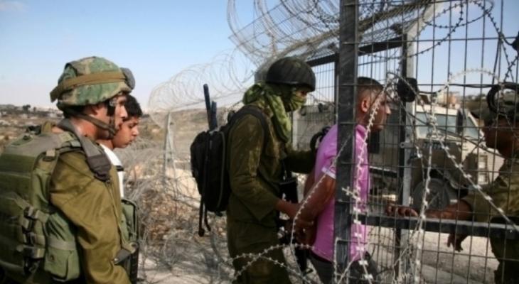 قوة أمنية تعتقل شابين حاولا التسلل للأراضي المحتلة من شرق رفح.jpg
