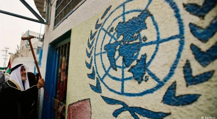 """قال المتحدث الرسمي باسم وكالة غوث وتشغيل اللاجئين الفلسطينيين """"أونروا"""" سامي مشعشع، """"إن الأزمة المالية الحالية للوكالة هي أصعب وضع سياسي تمر به، مؤكدًا أن الإجراءات التقشفية صعبها لكنها ستطال كل شيء"""".  وأضاف شعشع في مؤتمر صحافي بعمان مس"""